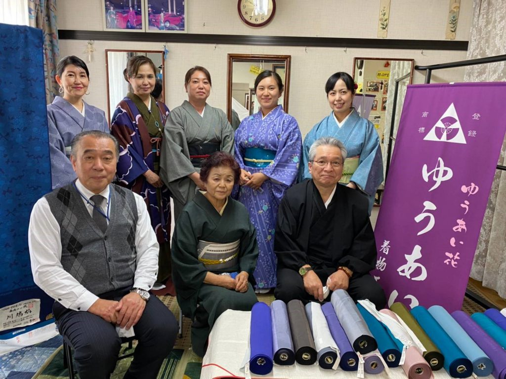 「ゆうあいきもの工房」谷山愛子代表(下段の中央)